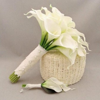 romantic-wedding-bouquet-calla-holding-flowers