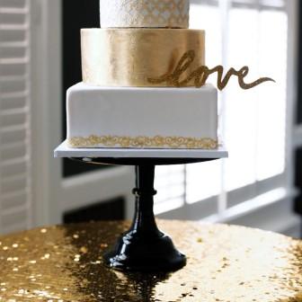 11Modern-Black-and-Gold-Wedding-Ideas_0021