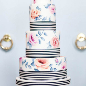 Wedding-Cakes-with-Flowers-5ive-15ifteen-Photo-Company-cake-Bobbette-and-Belle