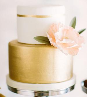 blush-pink-and-gold-metallic-wedding-cakes