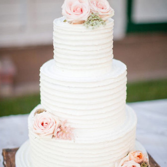 rustic-themed-wedding-cake-ideas-with-blush-roses